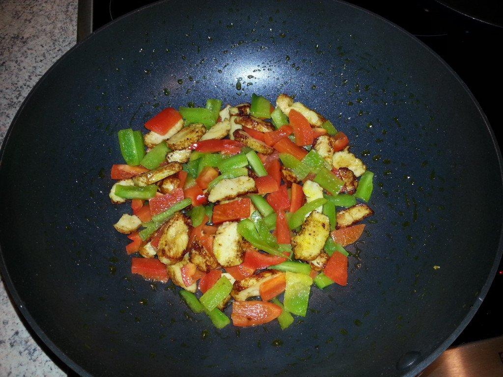 fitness rezept putenfleisch mit paprika 243 kcal. Black Bedroom Furniture Sets. Home Design Ideas