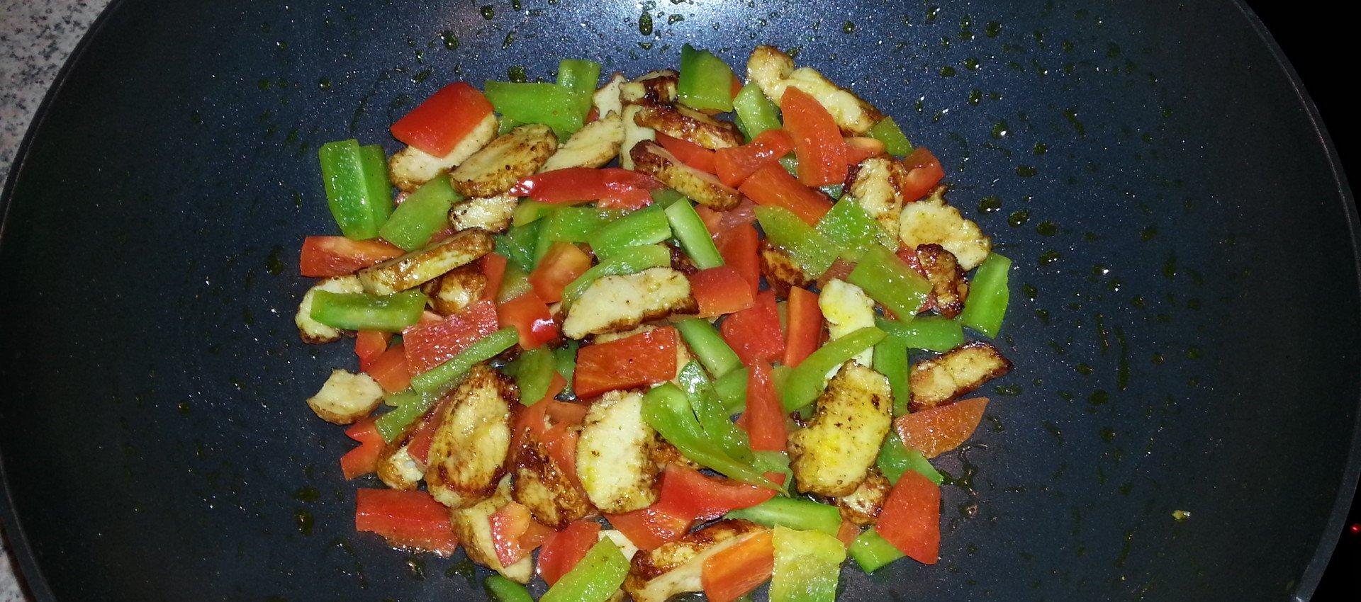 Gesunde Ernährung Putenfleisch mit Paprika