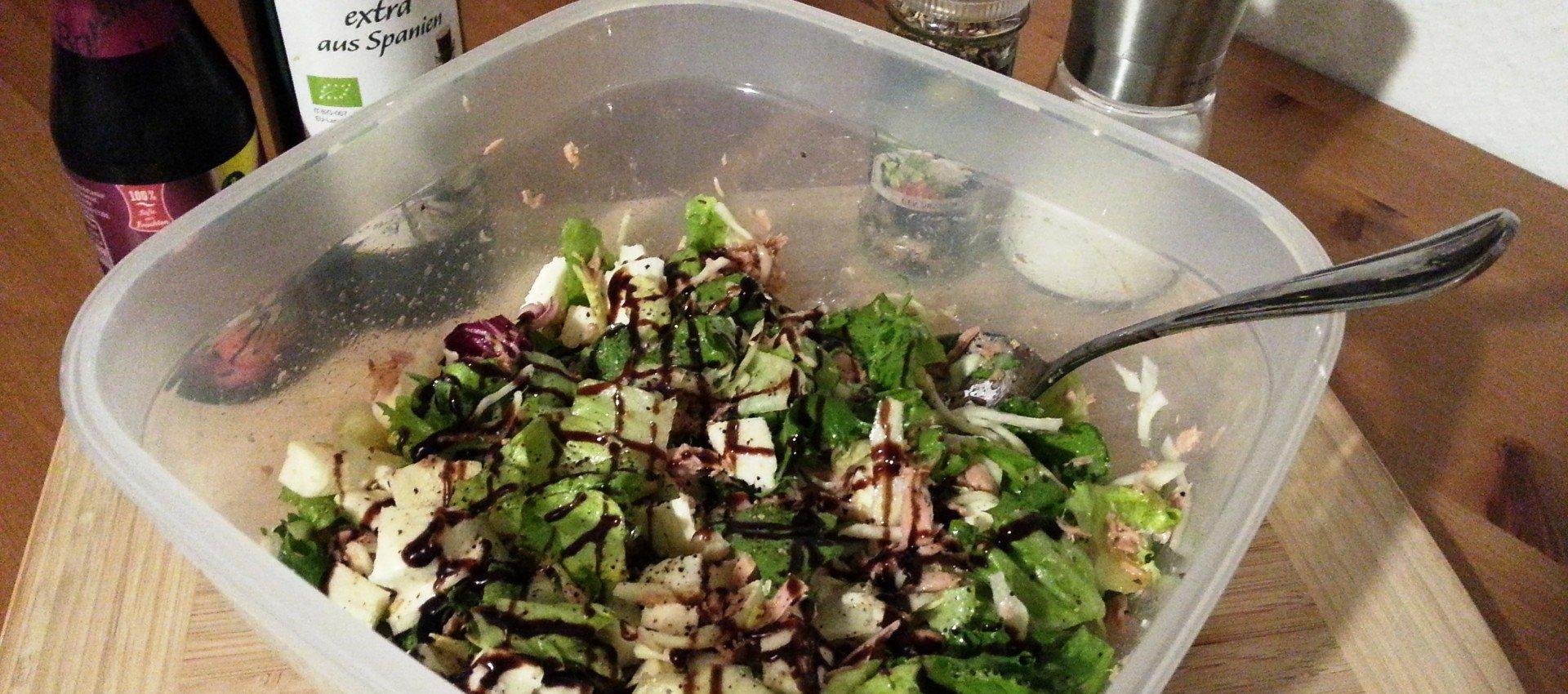 Gemischter Salat mit Thunfisch und Mozzarella