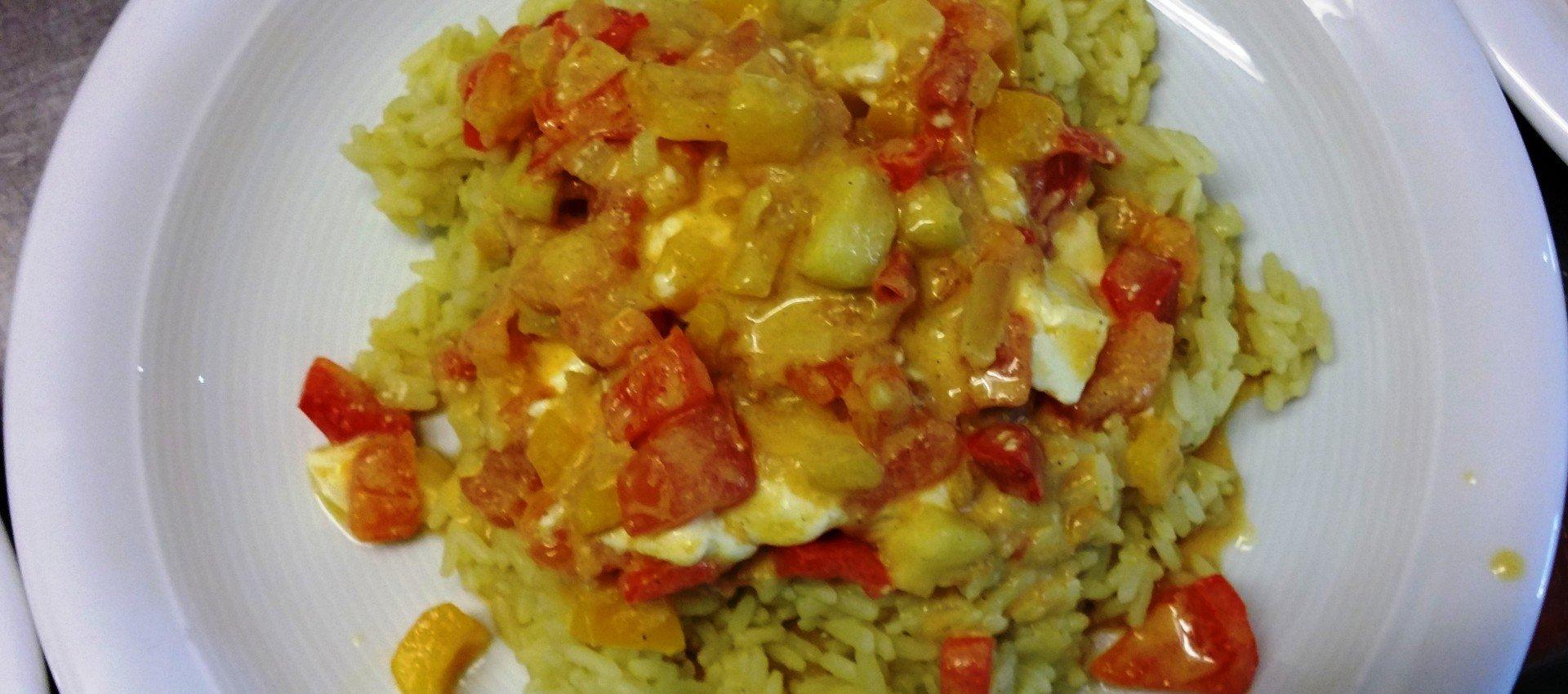 Gemuesepfanne mit Feta auf Reis