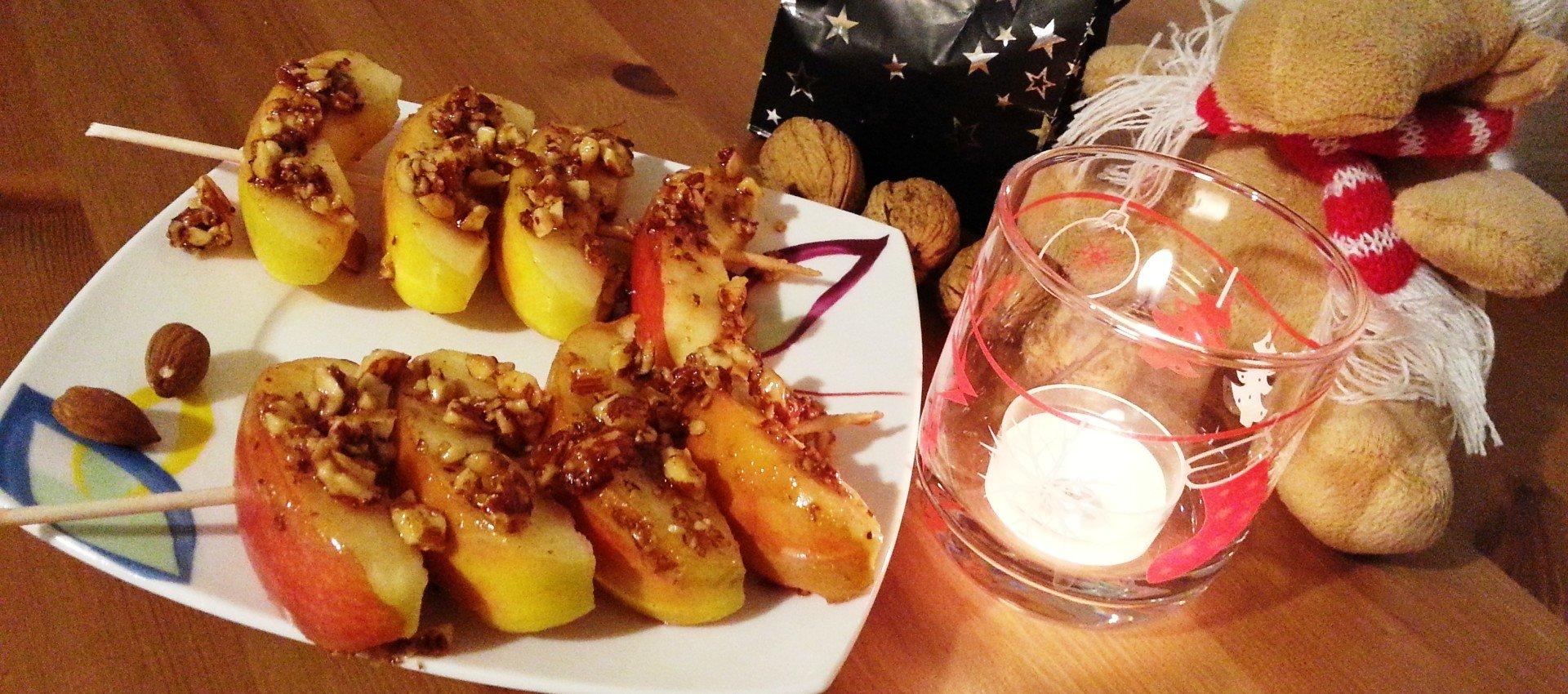 Kandierter Apfel mit Mandeln