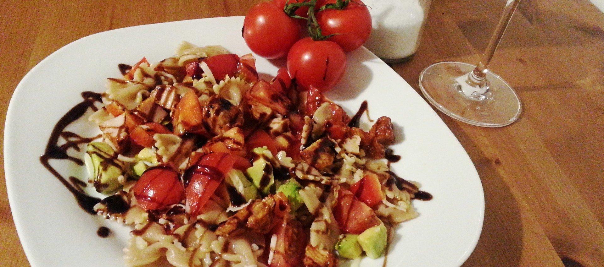 Avocado Vollkornnudel Salat