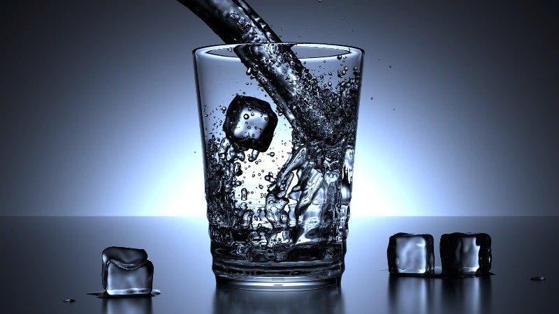 Wasser ist wichtig gesunde Ernährung