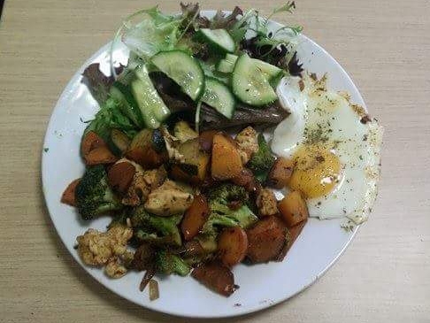 Paprika Knoblauch Hühnchen mit Gemüse